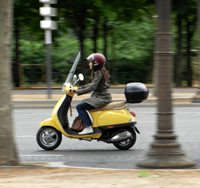 IISISYoungParisienneonscooter